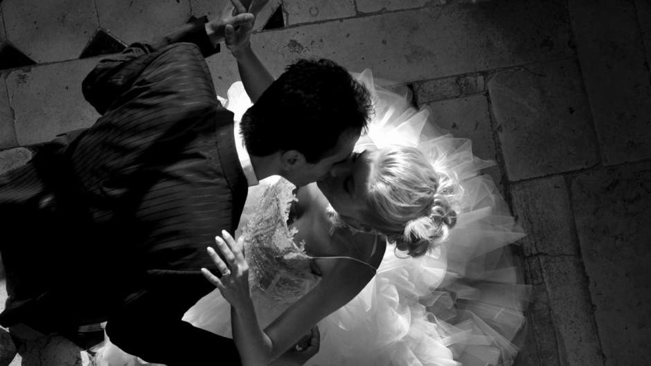 iStock_WeddingPic_Medium_WebsiteBlogLarge